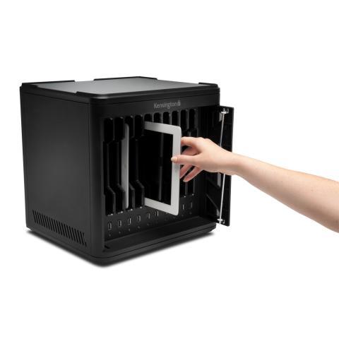 Kensington Secure Charge & Sync Cabinet til sikring af iPads.