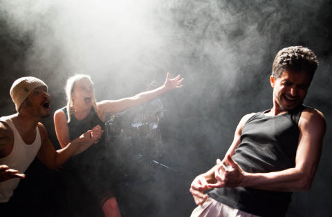 Danskollektivet Le 4eme Souffle besöker MADE 2014 med sin självbetitlade föreställning.