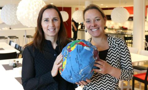 Therese Berg (t v) blir ny hållbarhetschef på Riksbyggen och Charlotta Szczepanowski chef för Riksbyggens enhet för hållbar utveckling