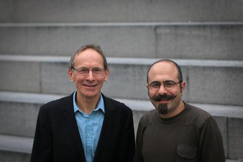 Forskaren Sasan Sadrizadeh samt professor Sture Holmberg på Institutionen för  byggvetenskap och avdelningen för strömnings- och klimatteknik vid KTH. Foto: Peter Larsson.