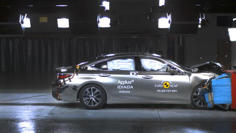 Lexus ES offset deformable barrier impact