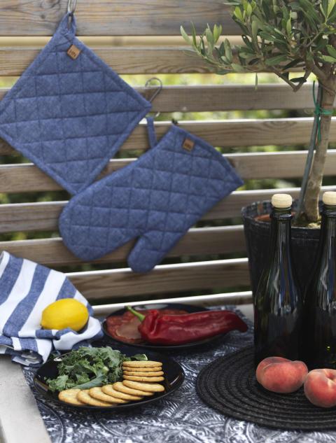 Kitchen towel Lia stripe, Pan holder Allerum, Oven glove Allerum, Runner Glimminge, Place mat My
