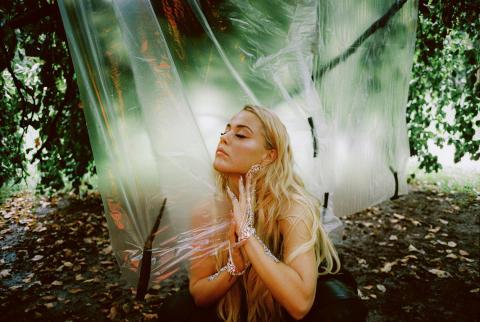 Hyllade norska stjärnskottet Julie Bergan släpper ny singel!