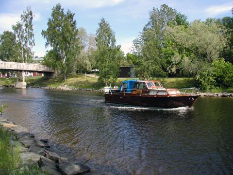 Klart med ny båtmack i Härnösand