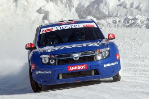 """Dacia Duster """"Ice"""" och Alain Prost tävlar i is-racing tävlingen Throphée Andros"""