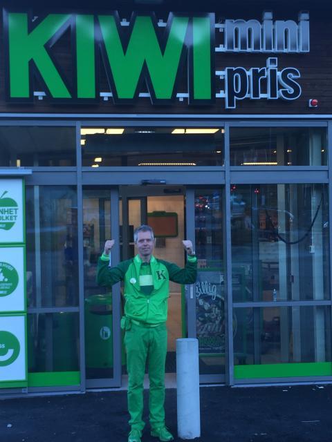 Butikksjef Frode Blomgren er klar for åpning.
