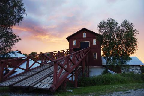 Den hyttbyggnad som står bevarad i Olofsfors uppfördes 1886. Foto: Olofsfors bruk