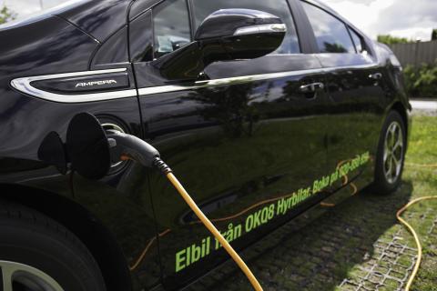 OKQ8 satsar ytterligare på elbilsuthyrning - utökar erbjudandet med laddhybriden Opel Ampera