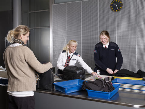 Please pack your Christmas gifts in checked baggage