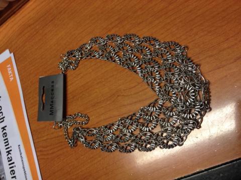 Smycken i detaljhandeln har analyserats i arbetet för en giftfri vardag