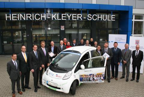 """Mitsubishi leistet Beitrag zur Initiative """"e-mobil+"""" für Berufsschulen"""