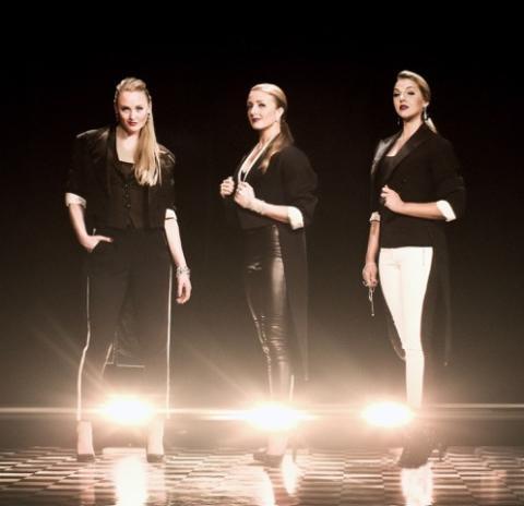 Karin, Sara och Kattis arbetar på de stora show- och musikalscenerna och till årets WIR-gala tar de med sig svängiga, klassiska och dansanta toner tillsammans med Arne Murby band.