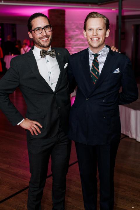Grundarna av Save-by-Solar Sweden tog hem utmärkelsen Årets Unga Entreprenör Sverige 2017