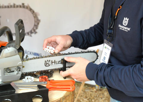 Husqvarna tempts with a new chain and updated knees