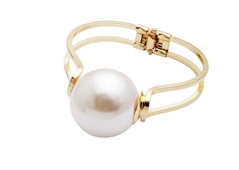 Armbånd med perle.