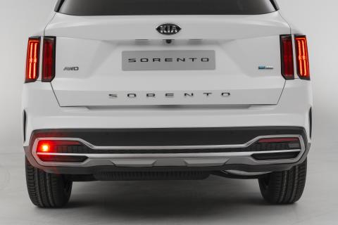 Kia Sorento_full rear bumper lights on