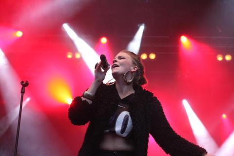 Adée släpper singel med superproducenten bakom Beyoncé