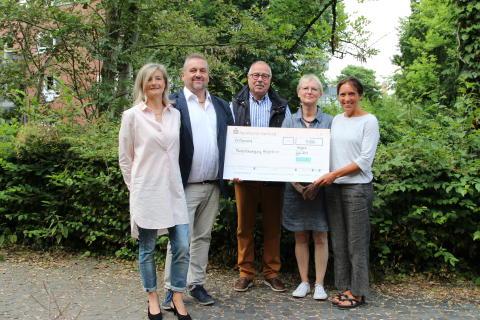 Mitarbeiter-Spende: Westfalen Weser Energie-Gruppe  unterstützt Hospizbewegung Herford