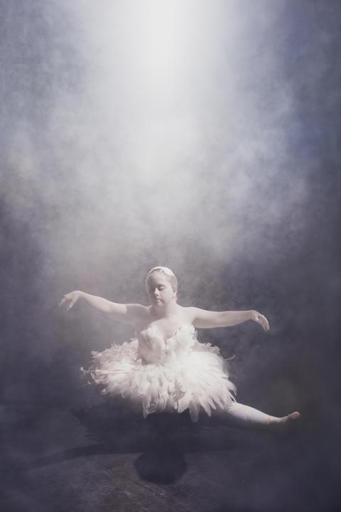 Ida Johansson, UPP-prisvinnare 2016, gestaltar Prima ballerina. Ur Ikoner, en utställning om att få finnas.
