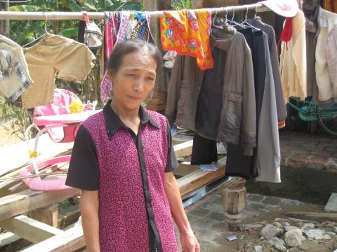 Översvämningsdrabbade Tran Thi Le behöver ris – för att äta och för att plantera