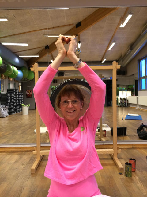 Yoga som du med personlig assistans eller utan kan delta i. Yoga för alla helt enkelt.
