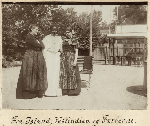 Henriette Jensen fotograferet på koloniudstillingen i Tivoli i 1905.