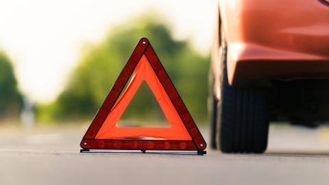 SBM Försäkring höjer ersättningen och tar bort ålderbegränsningen på sin vägassistansförsäkring.