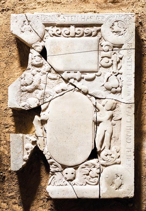 Billede 4b: Gravsten fra Nyborg Vor Frue Kirke