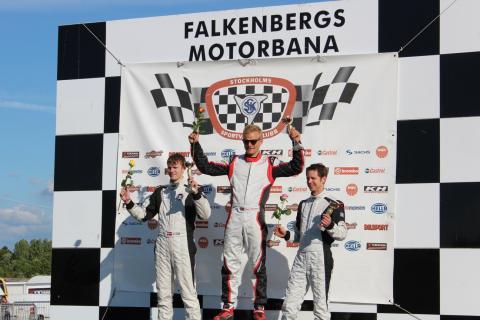 Dennis vinner race 2 i GT5 Challenge på Falkenberg