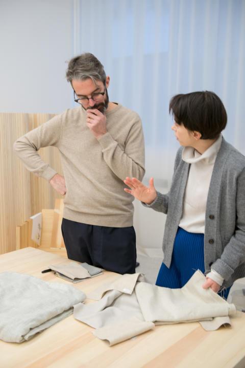 Halleroed inreder publikt vardagsrum och formger möbelserien Meden för Nordiska museet.