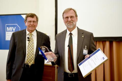 MIV zeichnet Mikrobiologen aus -  Verleihung Milch-Wissenschaftlicher Innovationspreis 2016  an Herrn Prof. Scherer