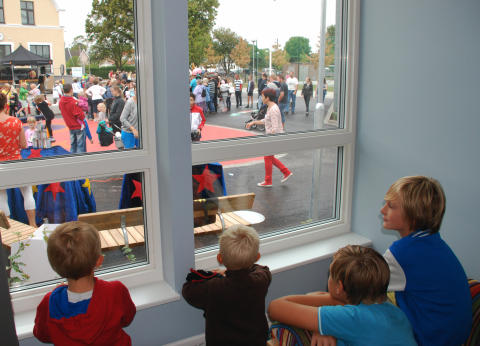 Folkfest när Heleneborgsskolan invigdes