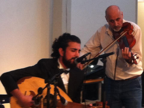 Jad och Ossama uppträder på Mångkulturellt café i Kallinge den 11 februrai 2017