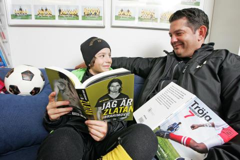 Kultur- och idrottsministern Lena Adelsohn Liljeroth besöker Huddinges bibliotek
