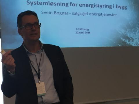 Svein Bognar viste LOS Energys systemløsning for energistyring i bygg.