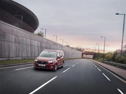Moderne Personentransporter Ford Tourneo Courier und Tourneo Connect mit noch mehr Stil und Effizienz