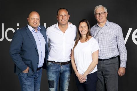David Bergström (ordförande Dolphins), Karl Eklöf (CEO Stadium Group), Patrizia Nilsson (Sports Marketing Manager Stadium), Claes Egnell (styrelseledamot Dolphins). Foto: Stadium