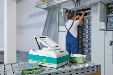Thermal transfer printer for mobile use on-site