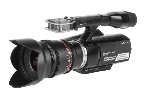 Samyang 16mm V-DSLR T2,2 monterad på videokamera