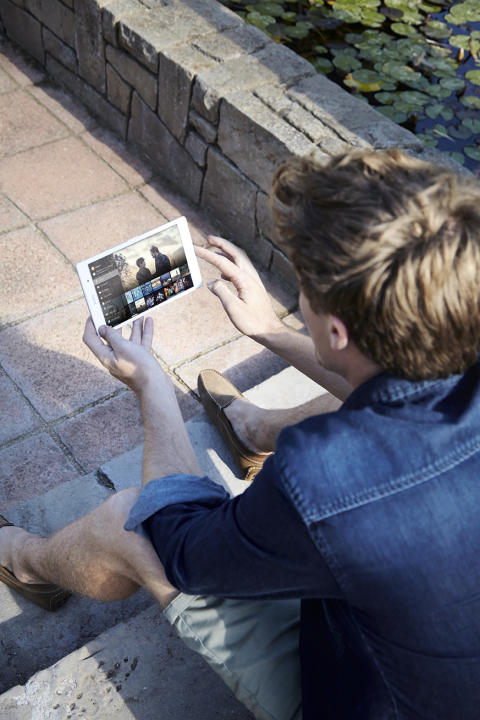 Xperia Z3 Tablet Compact lifestyle_4
