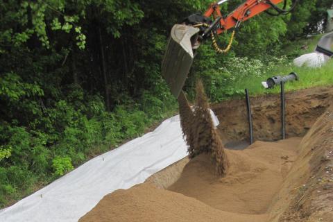 Sand fylls på markbädd