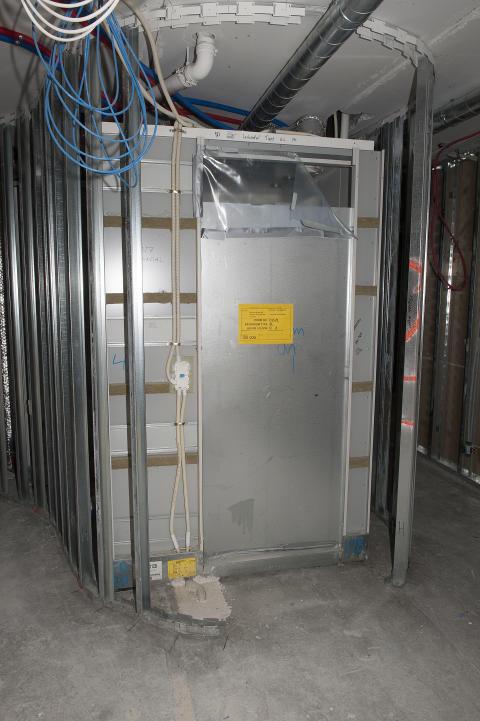 Badekabinettene som benyttes har terskelhøyde 8 cm over hulldekket.