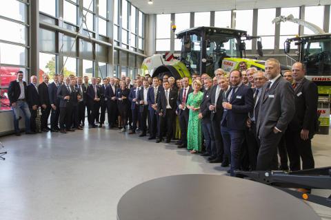 En del av Swedish Agro Machinerys anställda var på plats under invigningskvällen.