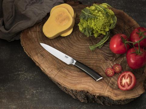 Knives_EGO-Sandvik_Utility-Knife-W13UK_w_veggies_landscape