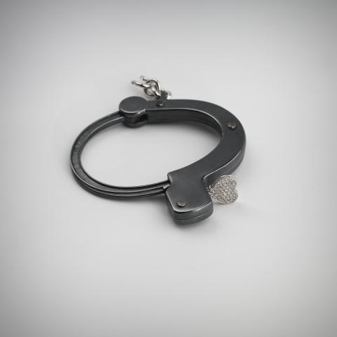 """Gunilla Lantz (f. 1957) """"Knappen till frihet"""". Armband, silver, 18 K vitguld, briljanter"""