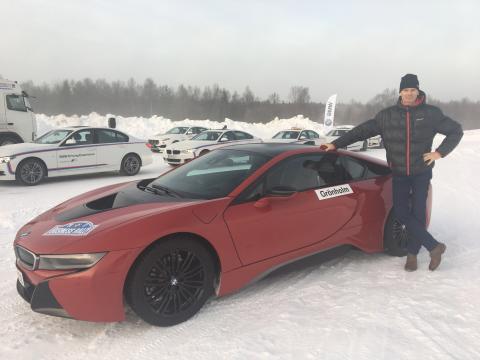 Marcus Grönholm ja BMW i8 jääradalla BMW Business Rallyssa Rovaniemellä