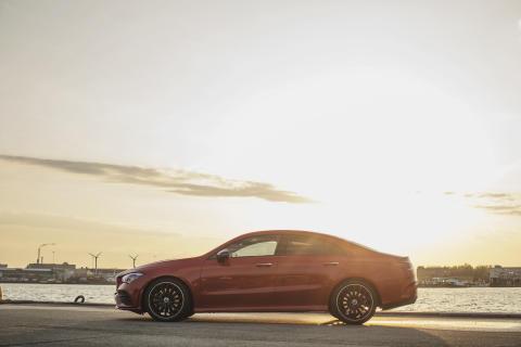 Mercedes-Benz fejrer 10 år med rekordhøjt salg