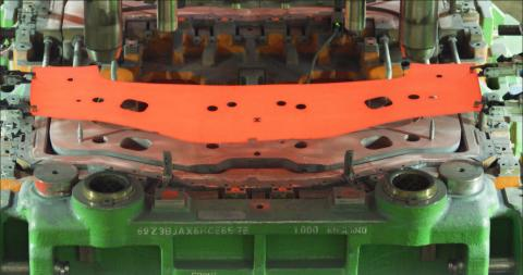 Vollautomatisierte Heißverformung im Ford-Werk in Saarlouis