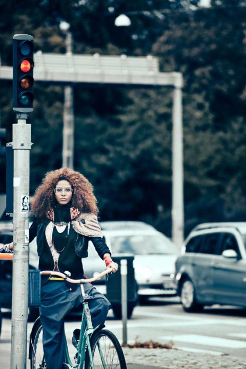 Efterlängtad försäljningsstart för Hövding – den osynliga cykelhjälmen!