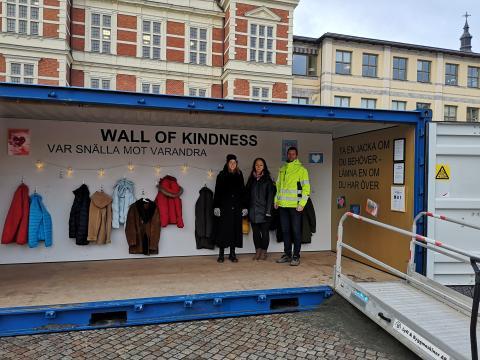 Barn smyckar årets Wall of Kindness